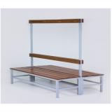 bancos de madeira para vestiários no Residencial Seis