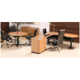 mesa redonda para reunião